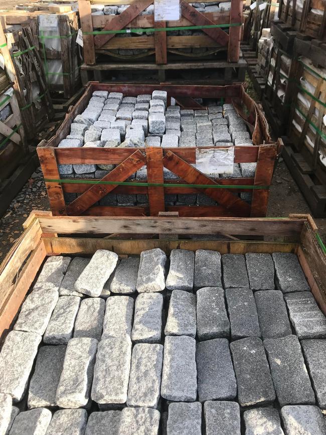 Granite Cobbles (Tumbled) - Salt